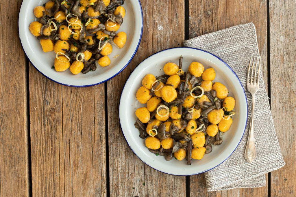 Gnocchi di zucca senza glutine con porro e funghi