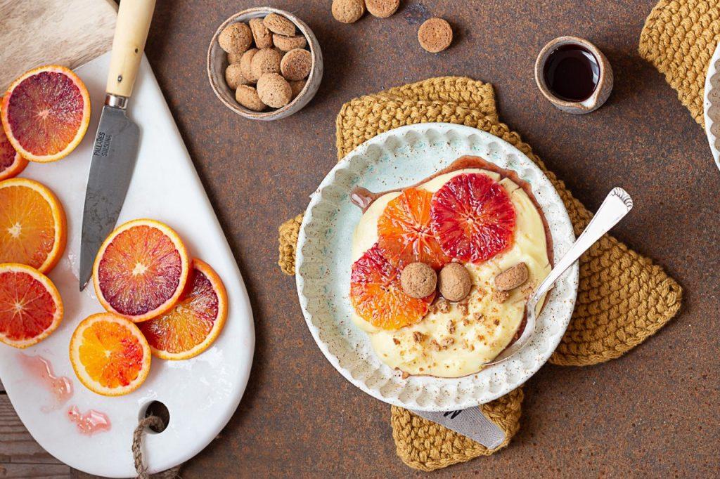 Arance marinate con crema pasticcera e amaretti