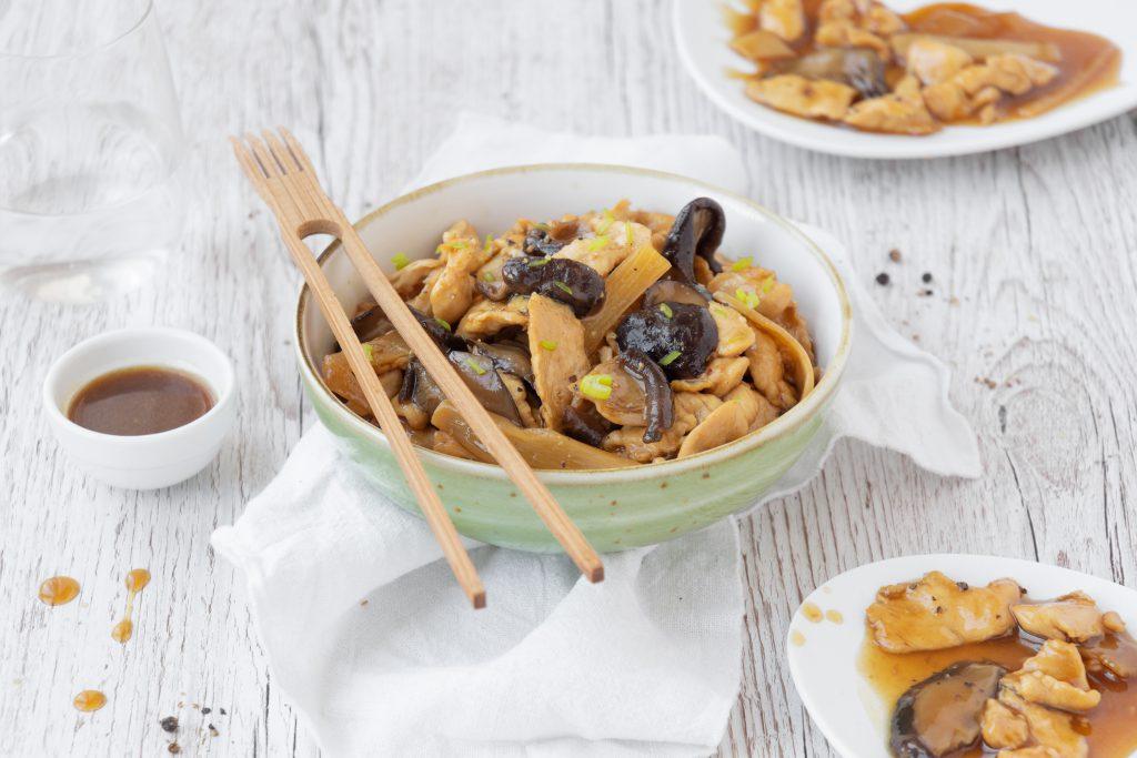 Maiale con funghi e bambù